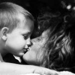 beso mama niño