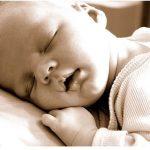 ¿Qué pasa si los bebés no duermen solos?