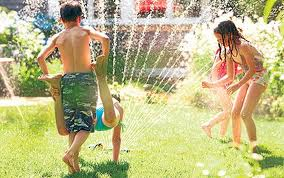 niños_mojandose