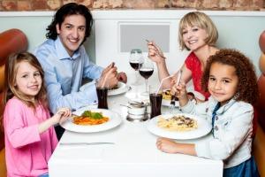 Familia_comiendo