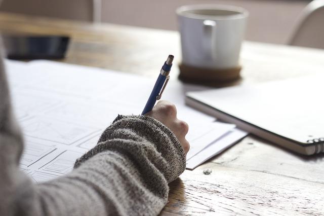 mujer_escribiendo