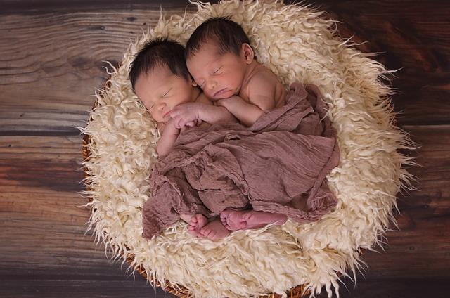 Para amamantar a gemelos despreocúpate de las tareas del hogar y pide ayuda: Andrea Venegas
